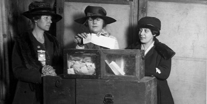 Women voting in Wyoming.
